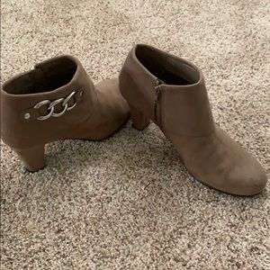 NWOT-A2 by Aerosole First Role heeled ankle boot